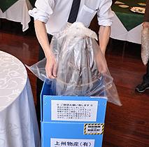 【付属の大きなビニール袋に、使用後のマシンを入れて梱包します】