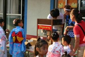 夏祭りイベントに、ポップコーン出店で行列が出来る人気!