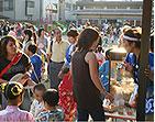 夏祭りは、子どもからお年寄りまで人気のキャラメルポップコーンで笑顔に(*^_^*)