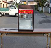 ポップコーン機と折りたたみテーブルは、配送業者が異なります