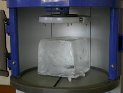 LU座(4本の樹脂の爪)を上げ、氷を持ち上げると氷が溶けるのを一時的に遅らせる事が出来ます