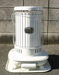 電気を使わないから、停電時も安心の石油ストーブ!見た目もGood!!