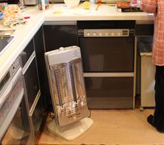 キッチンの足元暖房に、速暖性のある暖房を!!