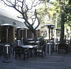 パティオヒーターならオープンカフェの雰囲気を崩しませんね