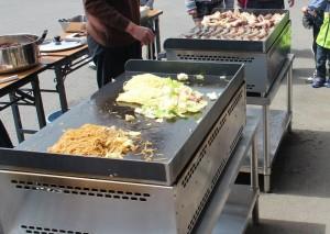 鉄板焼き機で、美味しい鉄板焼きメニューを楽しんでください!