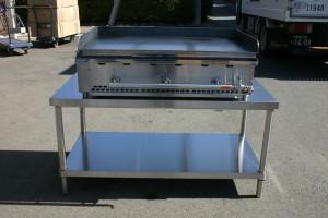 鉄板焼き機は、佐川急便でのお届けになります。