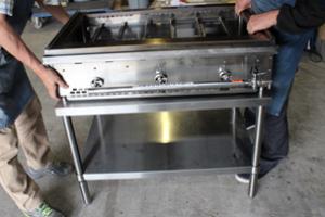 鉄板焼き機は安定した台の上に設置して下さい。