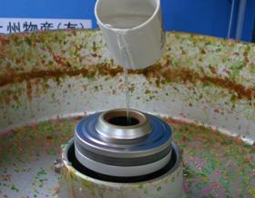 回転釜が目詰まりした時の対処法は、温度を高くした回転釜に少しずつお水(又は、お湯)を注く。